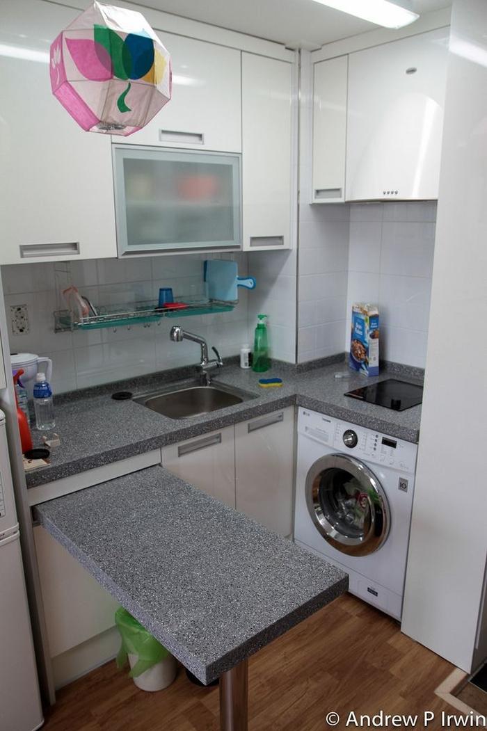 Wysuwany blat dodatkowy blat roboczy kokopelia design for Kitchen counter design for small space
